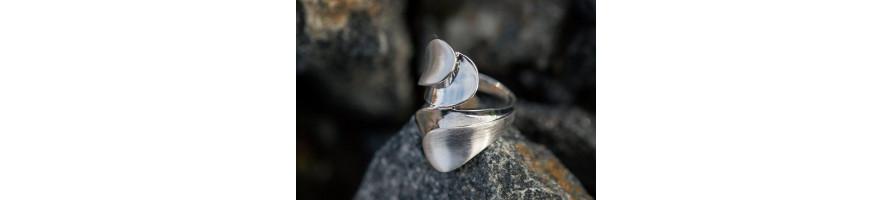 Kelttiläiset hopeasormukset parhaasta 925 hopeasta